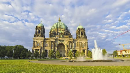 catedral : Berlin Cathedral (Berliner Dom). The largest church of Berlin, Germany (Time Lapse)