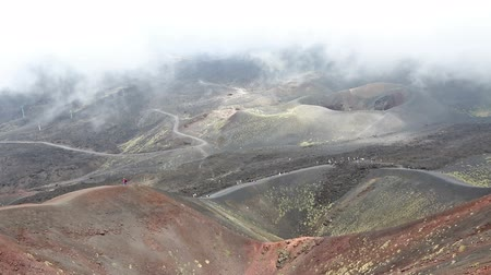 Сицилия : Panoramic view of Crater Silvestri Superiori (2001m) on Mount Etna, Etna national park, Sicily, Italy. Silvestri Superiori - lateral crater of the 1892 year eruption. Volcanic foggy landscape