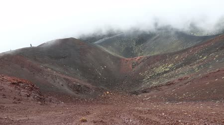 извержение : Panoramic view of Crater Silvestri Superiori (2001m) on Mount Etna, Etna national park, Sicily, Italy. Silvestri Superiori - lateral crater of the 1892 year eruption. Volcanic foggy landscape