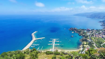 Сицилия : Panoramic aerial view of Cefalu sea port and Tyrrhenian Sea coast, Sicily, Italy. Cefalu city is one of the major tourist attractions in the region. View from Rocca di Cefalu. Time Lapse