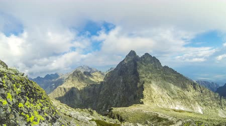 montanhas rochosas : Peaks in High Tatras Mountains: mt.Vysoka (2547m) (on the Left) and mt.Tazky Stit (2500m) (Right), Vysoke Tatry, Slovakia. Picturesque view from the famous mount Rysy (2503m). Time Lapse. 4K UltraHD