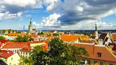 Aerial view of Tallinn Old Town (Vanalinn), Estonia. The classic iconic view of the Historic Centre of Tallinn. Tallinn city wall and St. Olaf Church. Time Lapse. FullHD video Стоковые видеозаписи