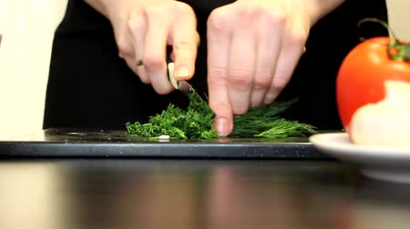 tigela : Womens hands cut dill Stock Footage