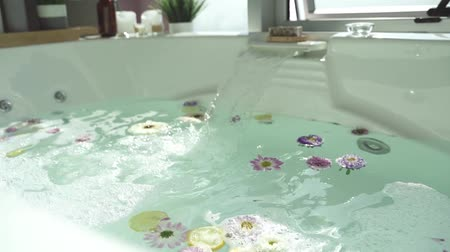 faíscas : bathtub spa Stock Footage