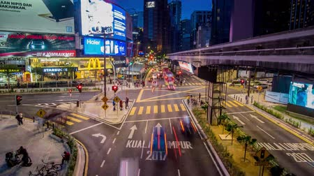 bintang : Kuala Lumpur, Malaysia - October 14 2017: Zooming in view of transportation rush at night through the Bukit Bintang intersection in the Kuala Lumpur City Center Stock Footage