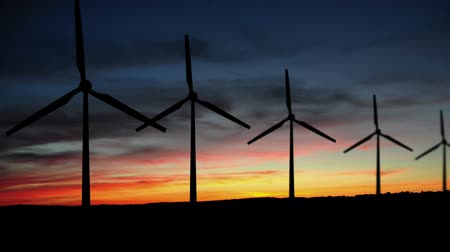 efektywność : Wind Turbine field at sunset