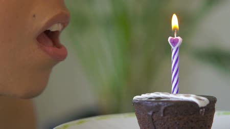 üfleme : Blowing out a Candle Stok Video