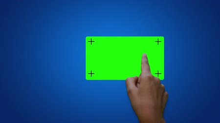 dedo : A person using a touch screen sliding green screen buttons