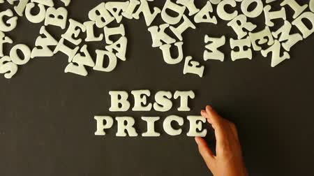 сумка : A person spelling best price with plastic letters Стоковые видеозаписи
