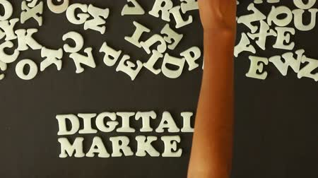 ügynökség : A person spellilng Digital Marketing with plastic letters