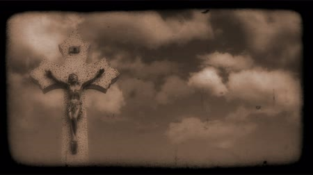sinema : Vintage Film of crucifix with Clouds moving in the background