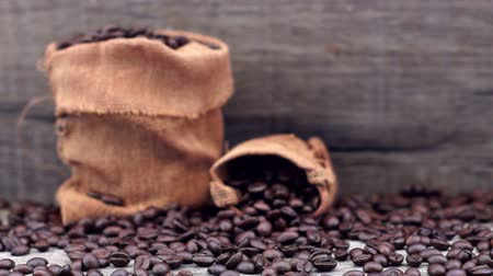kahve molası : Coffee Beans dolly shot Stok Video