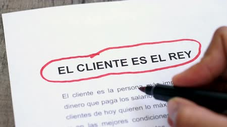 служба : Circling Customer is king with a pen (In Spanish) Стоковые видеозаписи