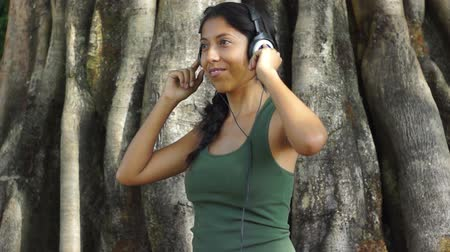 kulaklıklar : A young woman is listening to music and dancing Stok Video