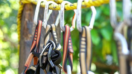corda : A dolly shot of Mountain Climbing Carabiner.