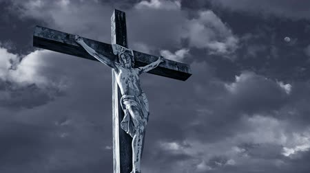 jezus : Jesus Christ Crucified with dark, fast moving clouds in the background Wideo