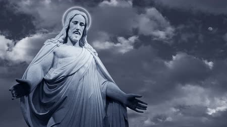 jezus : Jesus Christ statue with dark, fast moving clouds in the background Wideo