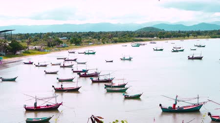 böjti réce : beautiful bay with many local fishing boats floating in the sea in southern Thailand. Pan camera movement  from left to right. 4K UHD Stock mozgókép