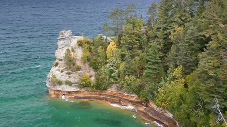 upper peninsula : Looping video features Miners Castle, a coastal formation that juts into Lake Superior at Pictured Rocks national Lakeshore near Munising, Michigan, with waves crashing on a windy autumn afternoon. Stock Footage