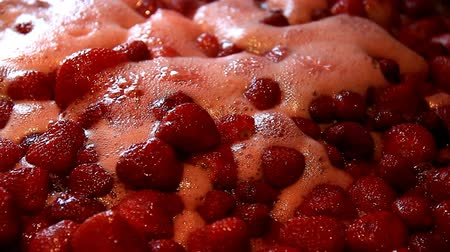 sirup : Cooking strawberry jam