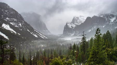 Time Lapse of Yosemite from Tunnel View with Fog
