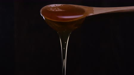 Honey Overflows Wooden Spoon Стоковые видеозаписи