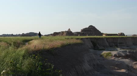 geológiai : Woman Hikes Through Meadow in Badlands Wilderness