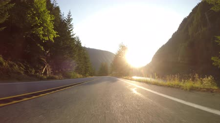 asfalt : Driving Along Skagit River at Sunrise