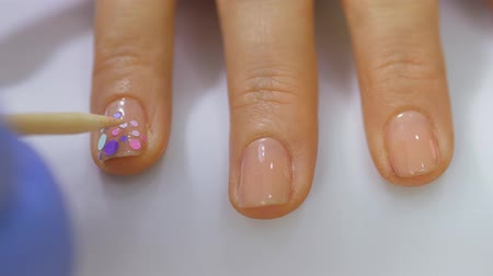 nehet : Hardware manicure, close-up, nail care beautiful woman in beauty salon. Manicure with varnish. The nail treatment. Manicurists work. Dostupné videozáznamy