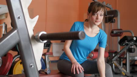 consciente : Sports Hall. Girl is training in the gym.