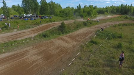 beygir gücü : 10 June 2018 Russian Federation, Bryansk region, Ivot - Extreme sports, cross-country motocross. Shooting with kvadrokoptera. Aerial and video in motion. Camera in motion. Tracking a man riding a motorcycle. The motorcyclist enters the turn on the race tr Stok Video