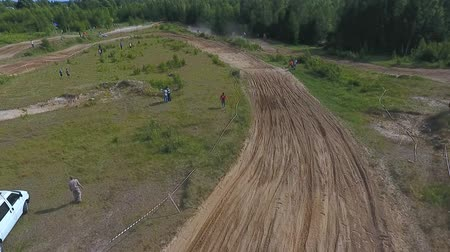 крайняя местности : 10 June 2018 Russian Federation, Bryansk region, Ivot - Extreme sports, cross-country motocross. Shooting with kvadrokoptera. Aerial and video in motion. Camera in motion. Tracking a man riding a motorcycle. The motorcyclist enters the turn on the race tr Стоковые видеозаписи