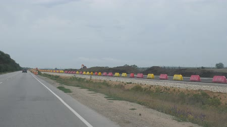 ограждение : Asphalt road with temporary plastic fences.