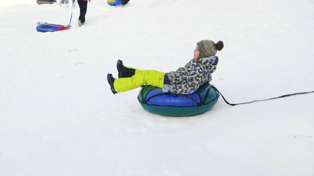 склон : Winter riding on the cheesecakes with snowy city slides