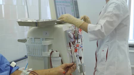 ledvina : Hemodialysis center. Connecting a person. Dostupné videozáznamy