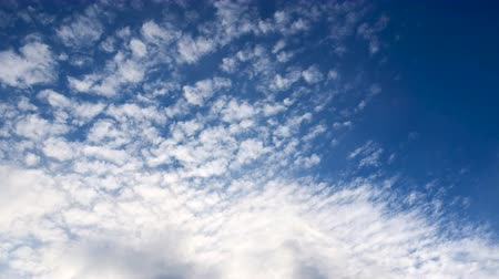 軽量 : Photography Daytime Sky With Fluffy Clouds Video Loop 4K Time-Lapse