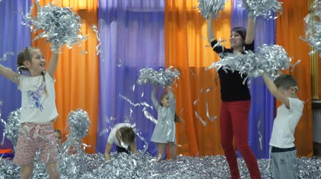 разорвал : Childrens playroom. Paper show for children.