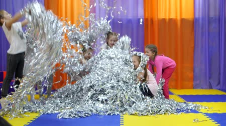 rasgado : Childrens playroom. Paper show for children.