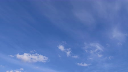 風通しの良い : Cirrus clouds on the blue sky in autumn. Cumulus clouds move against a background of smoky light clouds.