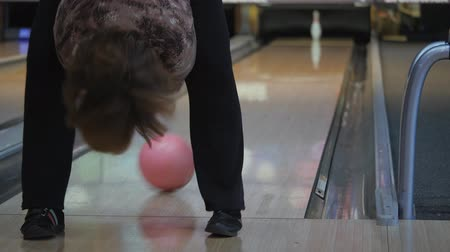 consistency : Pastime in bowling. Skating balls on the track with the aim of knocking down pins.