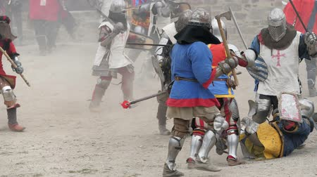 lovagi torna : Costumed battle of the knights of the crusaders. Stock mozgókép