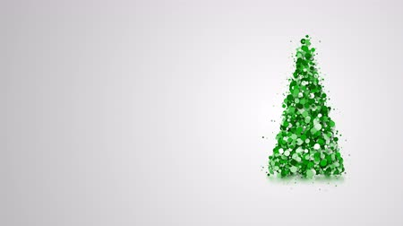 christmas tree with lights : Simple video greeting card with merry christmas and new year holidays, rotating particles in the shape of an elegant Christmas tree with design space, 4k holiday animation Stock Footage