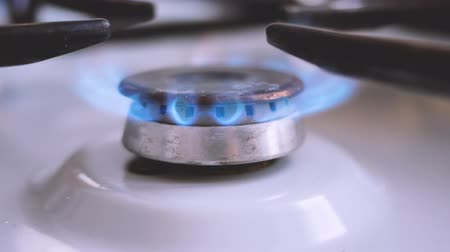 gas : to ignite the stove