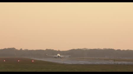 посадка : Airplane takes off during sunset.