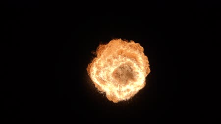 esquerda : Fire ball explosion, high speed camera, isolated fire flame on black background.