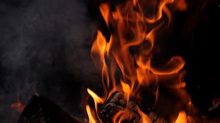 костра : Close-up of burning fire, flames burning on black background, slow motion
