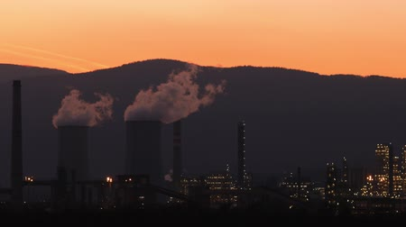 power plant : Industrial factory producing smoke, air pollution. Global warming, non- renewable energy. Stock Footage