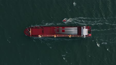 ithalat : Container ship in export and import. International shipping cargo.