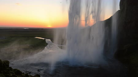 falésias : Beautiful Seljalandsfoss waterfall in Iceland during Sunset.