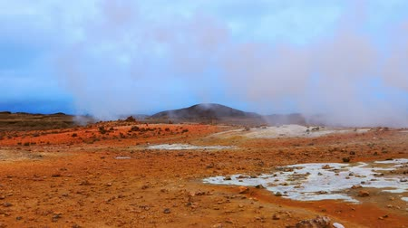 kükürt : Sulfur hot springs, north Iceland, Europe. Stok Video